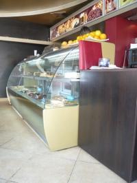 Хладилна витрина за сладкиши