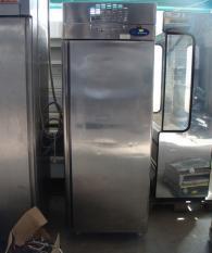 Среднотемпературен хладилен шкаф