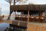 летни барове със тръстиков покрив